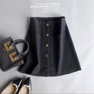 🚚 ✨新品現貨✨正韓超好搭排扣短裙