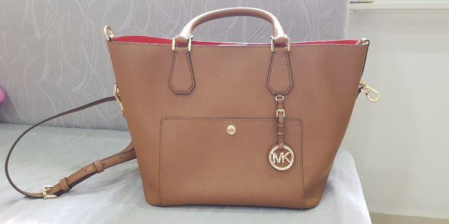 a96df88f23fd Michael Kors Greenwich Saffiano Leather Bag