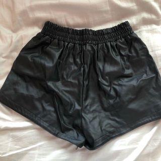 🚚 Black Leather Shorts