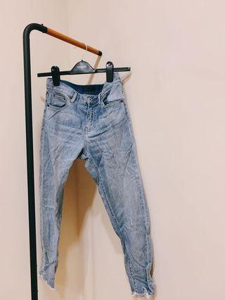 Uniqlo輕薄彈性 牛仔褲 刷白色 破褲 丹寧 牛仔 長褲