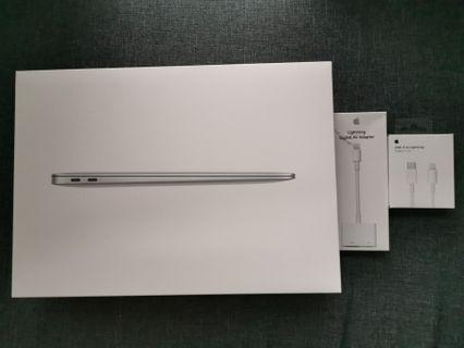 Macbook Air 13 inch 2018 $1750