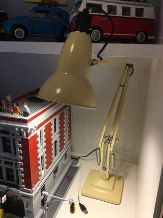 anglepoise lamp beige