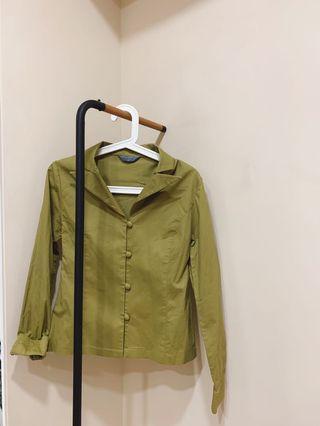 🚚 Marjorie 瑪家 馬家 M家 橄欖綠 上衣 襯衫 長袖 包釦