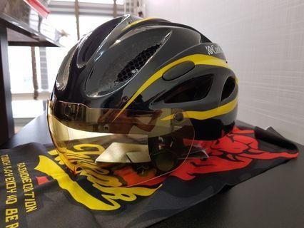 MTB Helmet with interchangeable lenses
