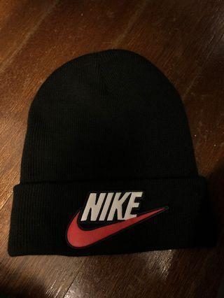 🚚 Supreme x Nike Beanie Black(used)