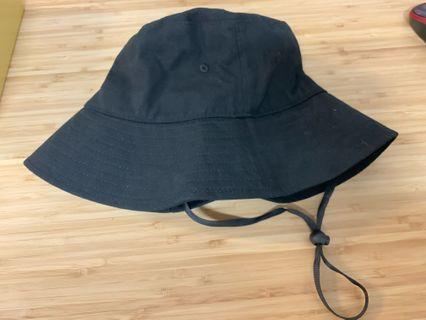 黑色漁夫帽,95% New  ,55-57cm 頭圍可戴,易襯衫