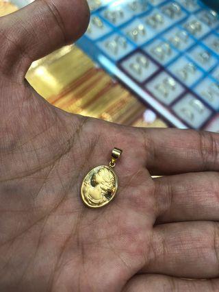 18 karat Queen Elizabeth Pendant Saudi Gold