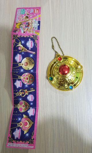 Sailor moon 扭蛋 變身心口針 (鏡吊飾)