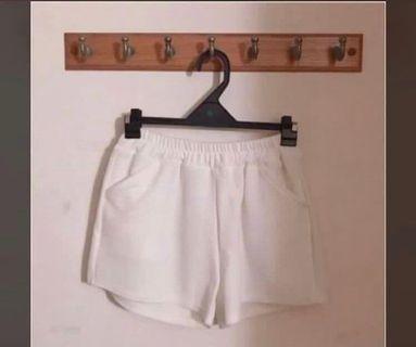 🚚 白色鬆緊腰居家短褲 厚 #半價衣服拍賣會
