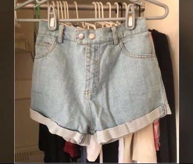 🚚 淺藍色反折鬆緊腰雙釦牛仔短褲 #半價衣服拍賣會