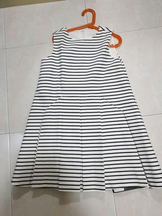 🚚 Saturday Club Girls Stripe Dress Size: 150