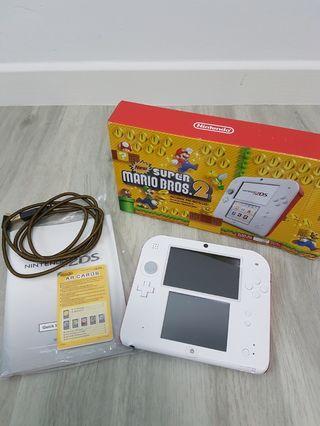 🚚 Nintendo 2DS White Red