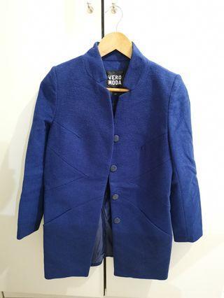 深藍色中長外套