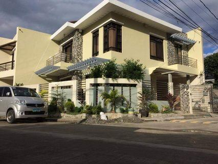 HOUSE AND LOT WITH 2 TOWNHOUSE APARTMENTS INCLUDED