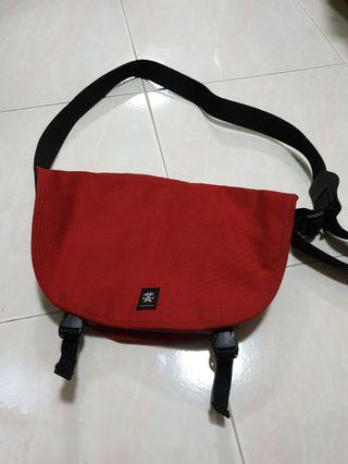 Crumpler Hillman Hunter Messenger Shoulder Sling Bag
