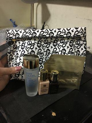 🚚 Estée Lauder 5 pieces pouch set authentic