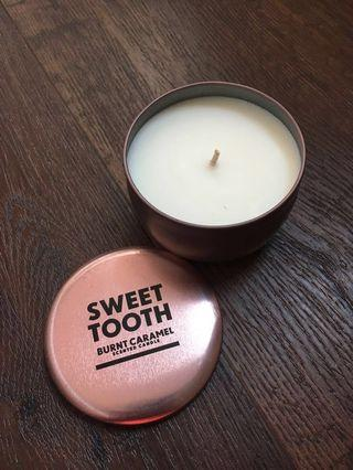 🚚 Burnt caramel scented candle