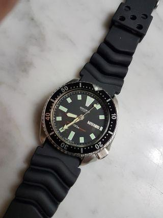 Vintage  Seiko 6309 7290 S/S Auto Day/Date Men's 150M Diver Watch.