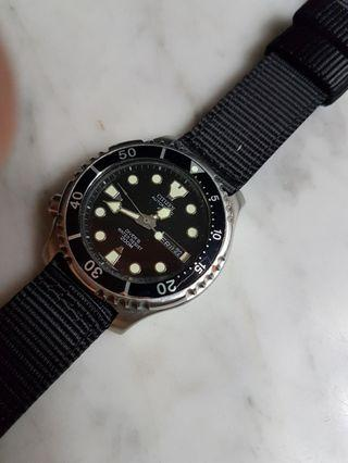 Vintage Citizen Promaster 200M Auto Day/Date Men's Diver Watch.