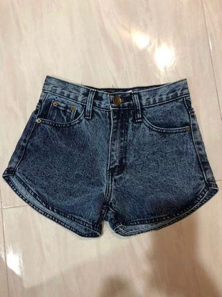 Curved denim shorts