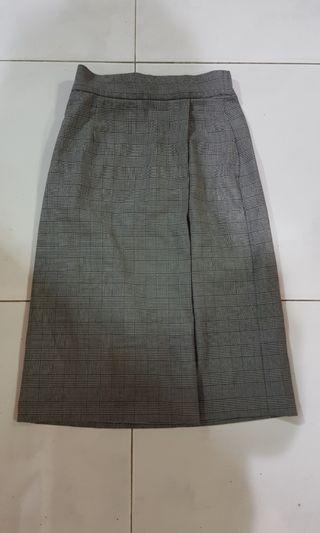 Grey checkered skirt