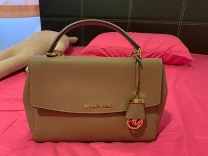 70d286954734fc Buy New & Used Women's Bags & Wallets | Carousell