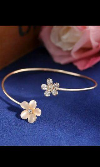 Fashion Women Cute Flower Crystal Rhinestone Cuff Bracelet Bangle Charm Jewelry Gift