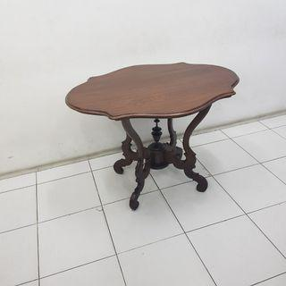 Meja kopi (coffee table)