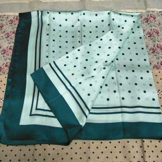 🚚 Uniqlo green silk stole / scarf