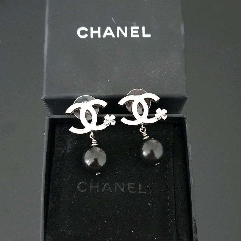 472ce232d77322 ✓Authentic CHANEL Black CC Camelia Classic Earrings, Luxury, Bags ...