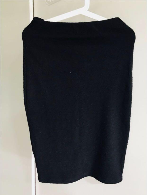 📌Bershka 棉質半截貼身裙