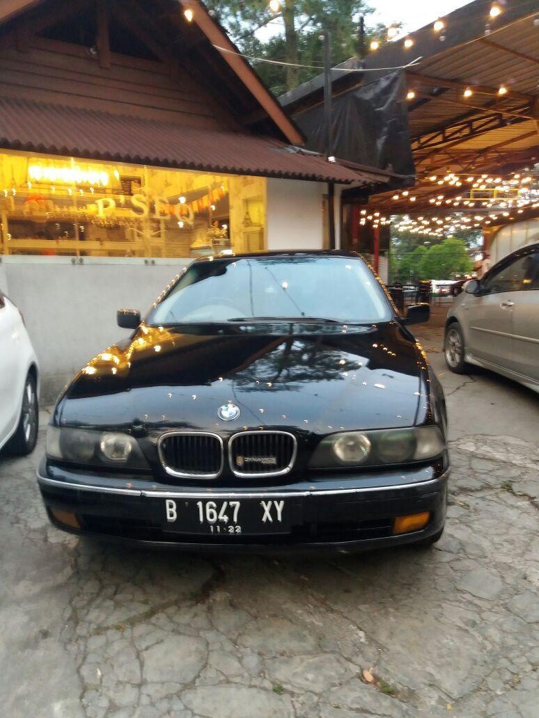 BMW 528i at