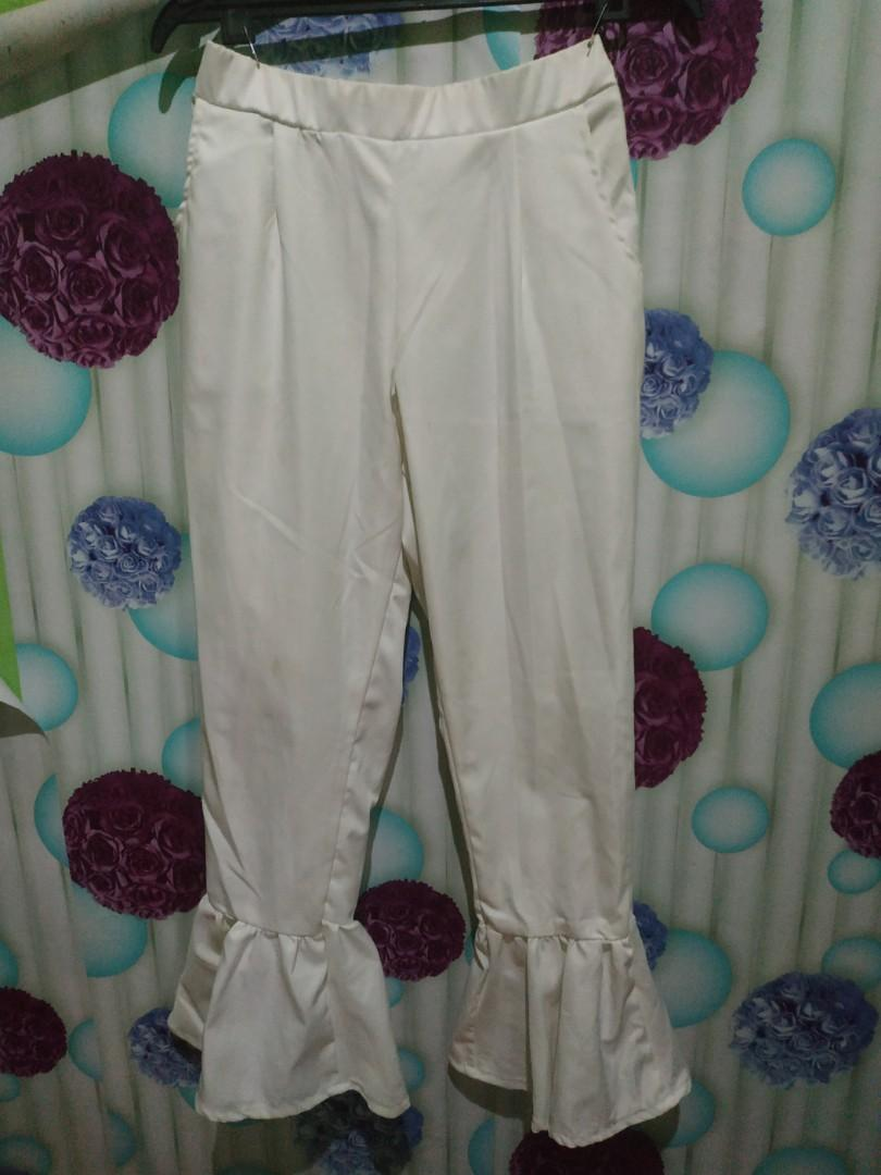 Celana duyung putih