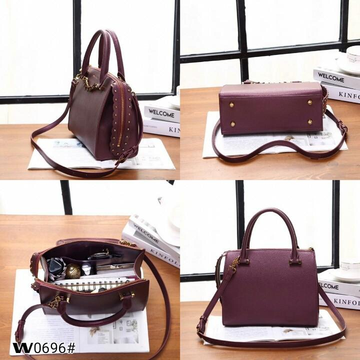 Chars & Keth Chain Detail Handbag W0696#   H 370rb  Bahan kulit (textured leather) Dalaman kulit (smooth leather) Kwalitas High Premium AAA Tas uk 26x11x20cm Berat 0,8kg  Warna : -Black -Blue Green -Purple
