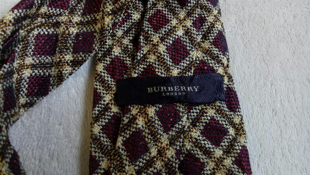Dasi Burberry