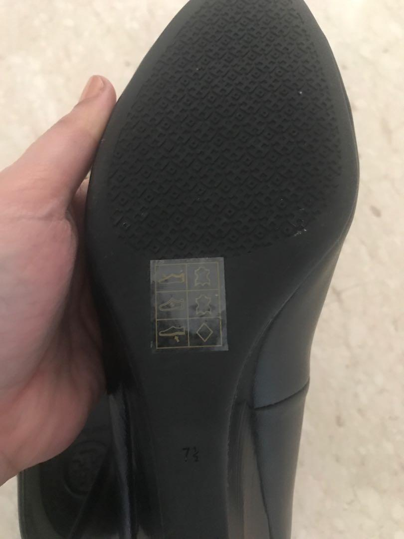 Like new Tory burch black wedges authentic