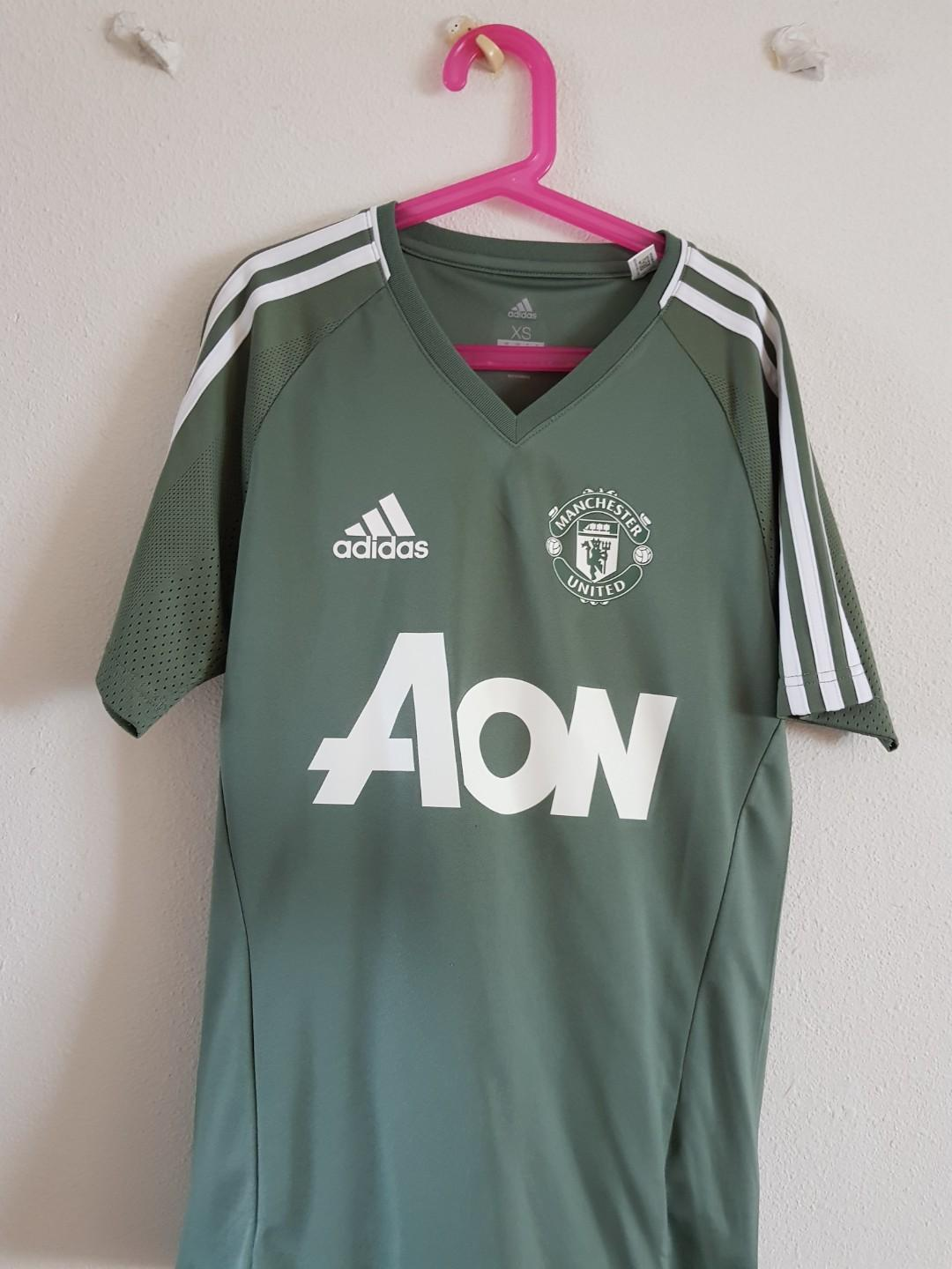 best website 331bf 7d471 Manchester United training kit, Sports, Sports Apparel on ...