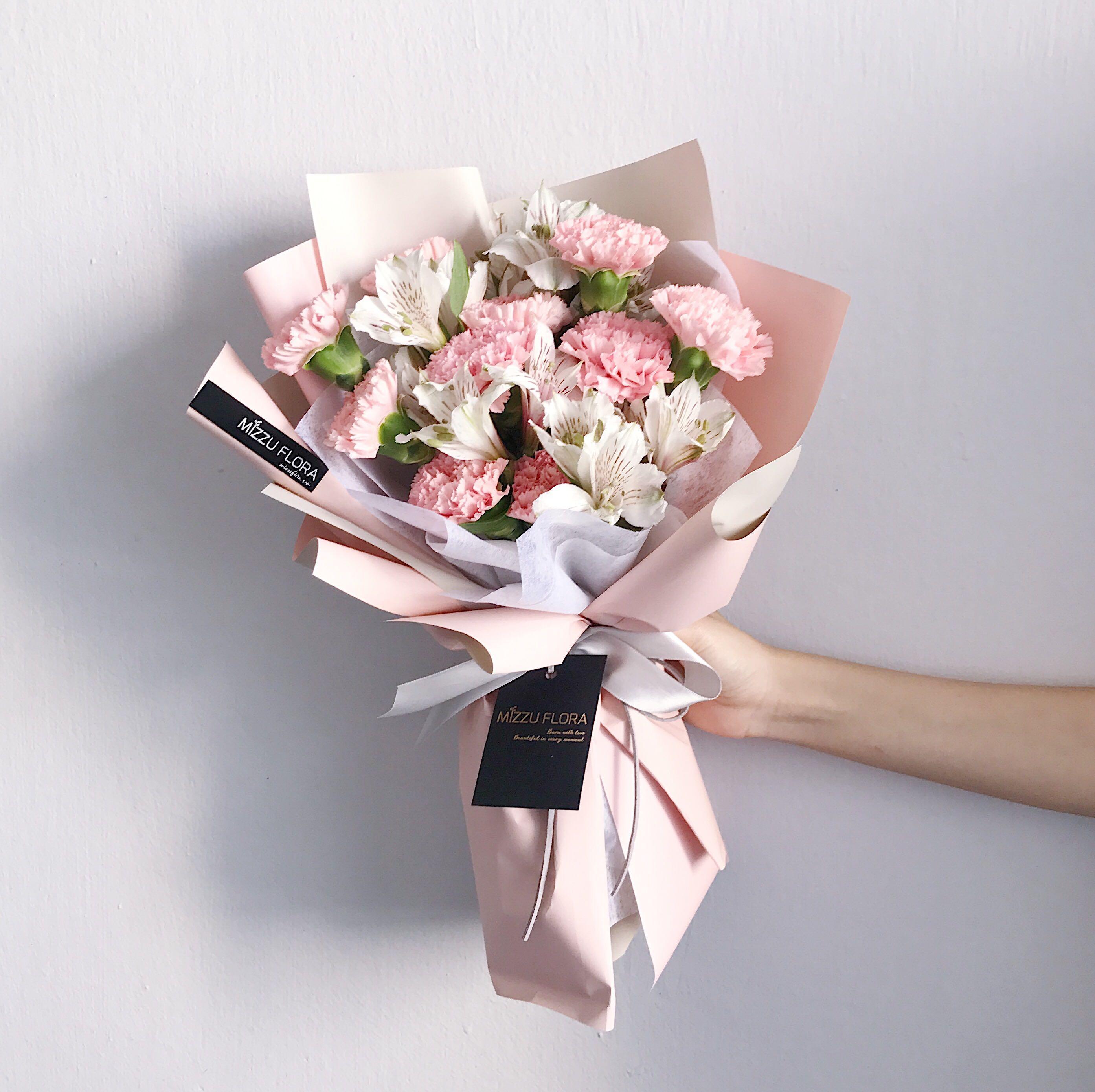 Carnation Flower Bouquet Mother S Day Gift Carnation Flower Bouquet Fresh Flower Birthday Flower Flower Delivery Ưäº²èŠ'花束 ź·ä¹ƒé¦¨èŠ±æŸ ɲœèŠ±è¿é€ Gardening Flowers Bouquets On Carousell
