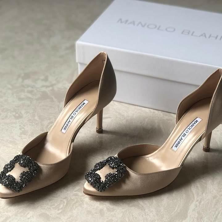 Ready  Manolo blahnik hangisi Mules sandal nude 7cm  Size 35 Size 35.5  Size 36 Size 36.5  Size 37  Size 37.5  SIze 38