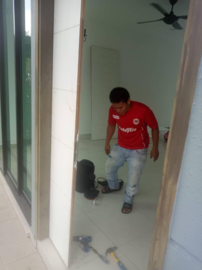 repairing door , installation door , pasang pintu , baik pulih pintu -0189769877