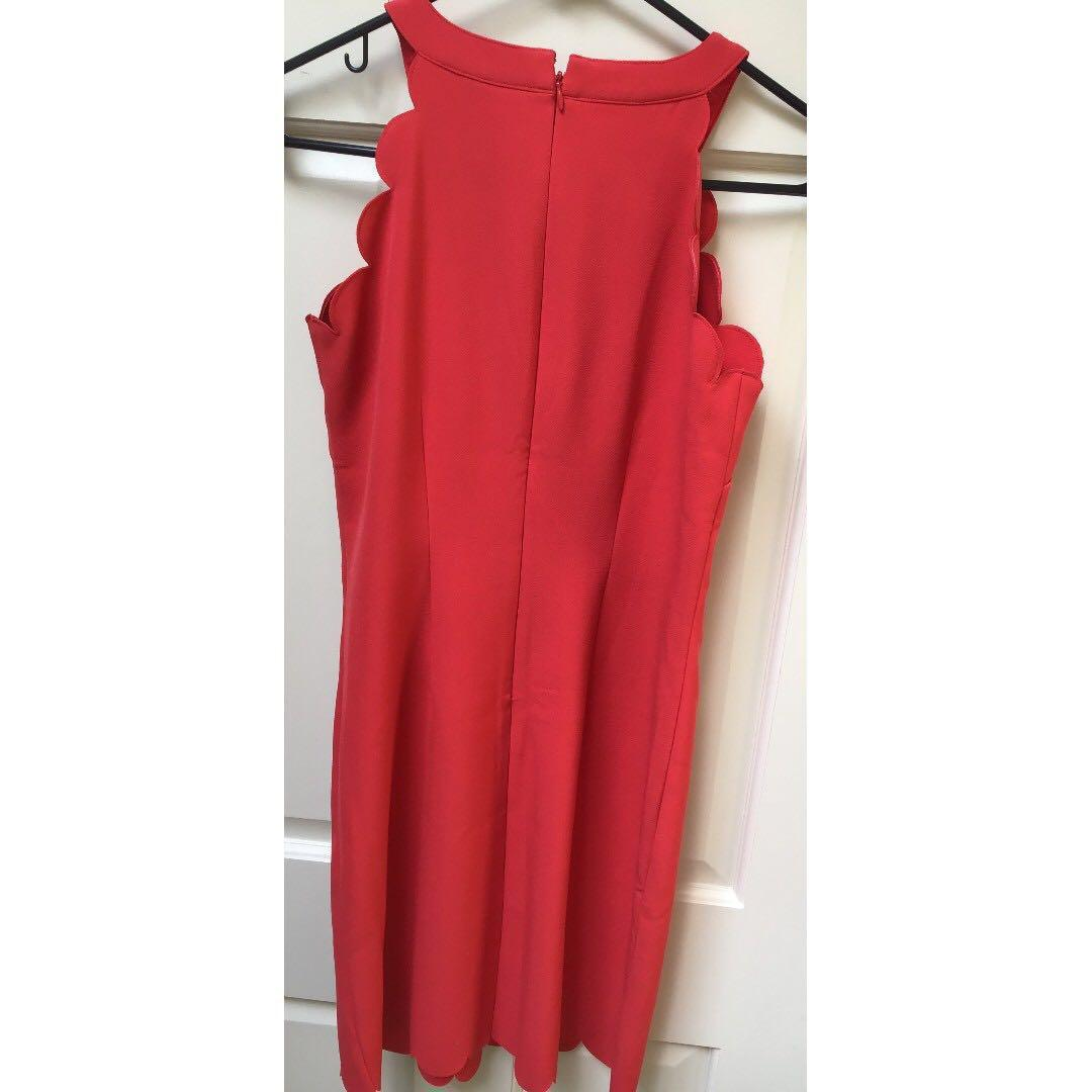 *Summer Wardrobe Essential* Modern Classic Red Scalloped Sleeveless Sheath Dress NWOT Sz XS Graduations/Special Events