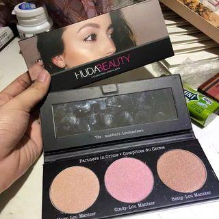Huda beauty manizer Palette