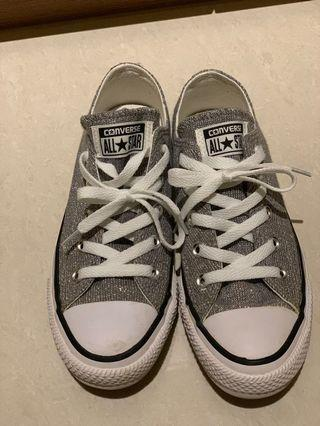 🚚 Converse Shoes