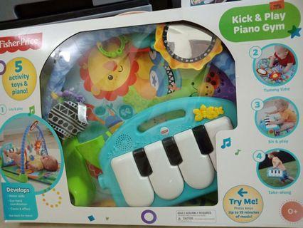 Kick & play piano gym