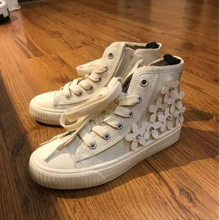 Zara Girl sneakers with flower cut and diamond