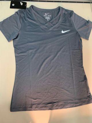 🚚 Nike透氣上衣