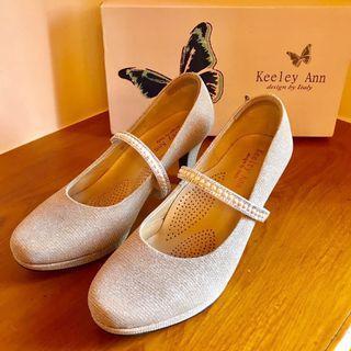 近全新|Keeley Ann珍珠水鑽可拆式腳背帶中跟鞋▸淺粉金色