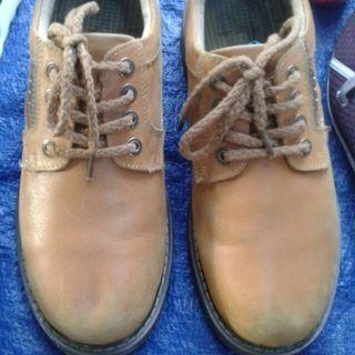 Sepatu seken