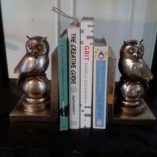 Book holder OWL - stand pembatas buku