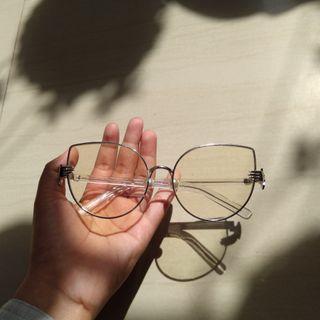 Kacamata Model Mata Kucing
